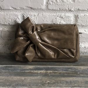 Cute clutch with bow